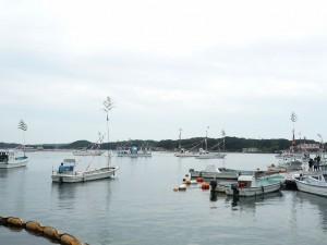 真珠祭の山場、漁船と山車舟によるパレードです。